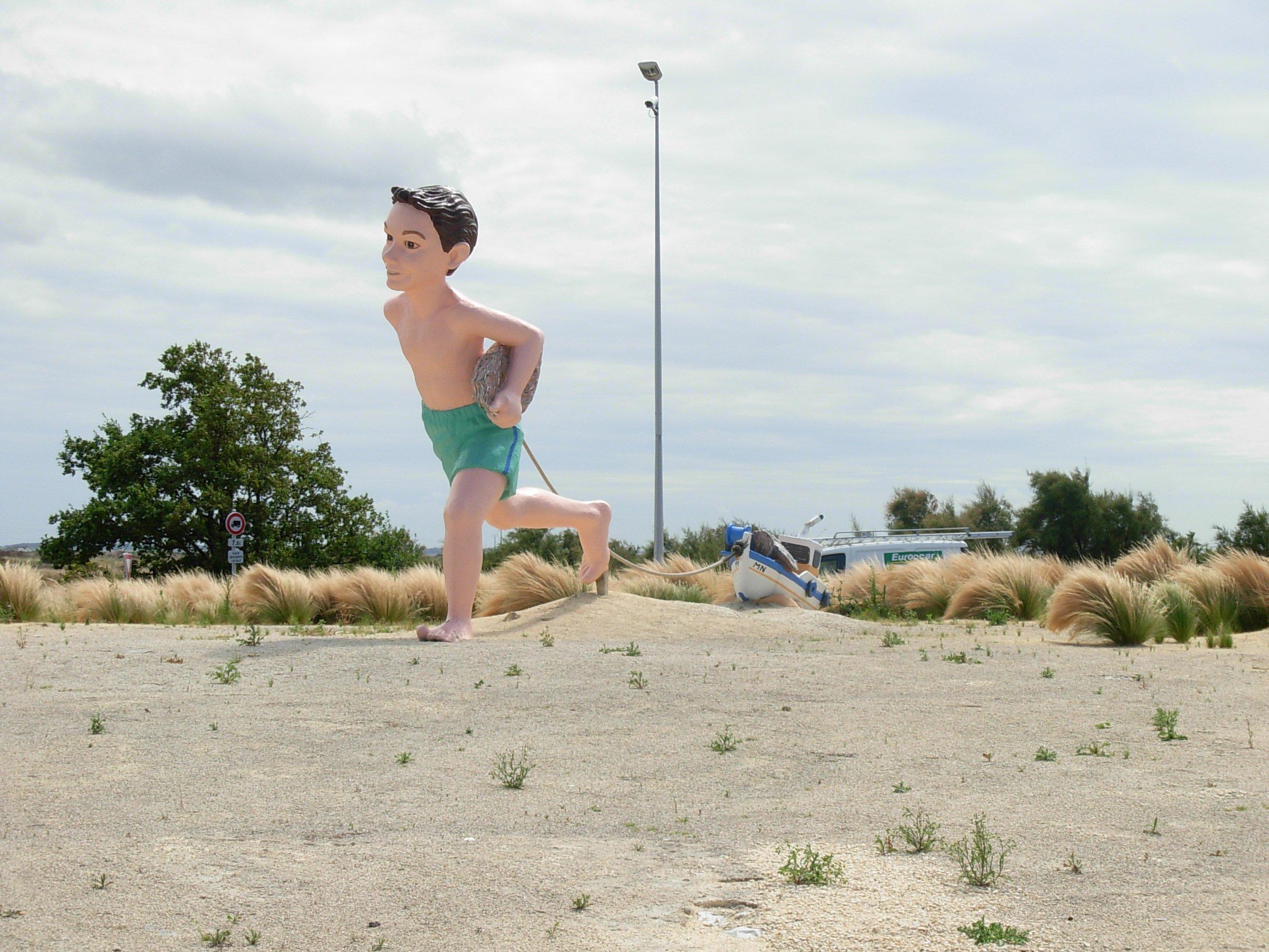Garçon sur la plage-Marenne